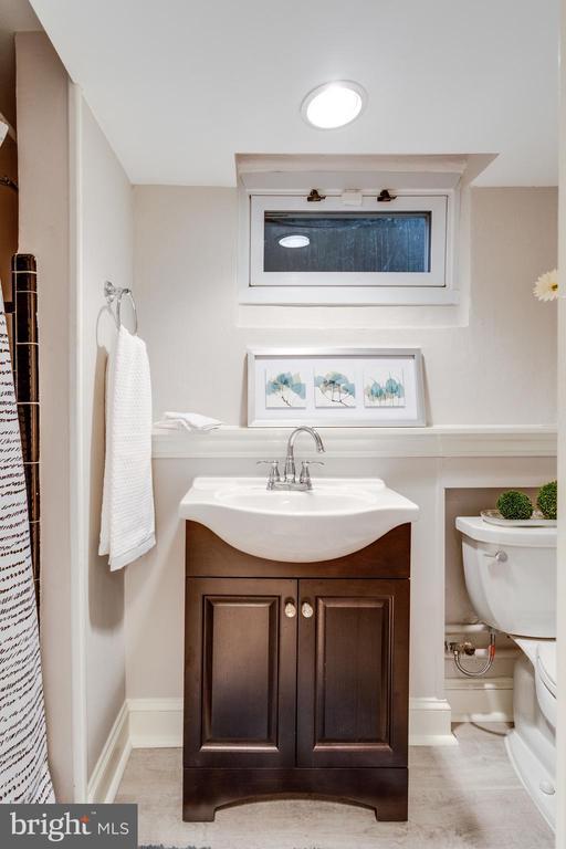 Attached Bath w Stall Shower & New Vanity - 3216 N ABINGDON ST, ARLINGTON