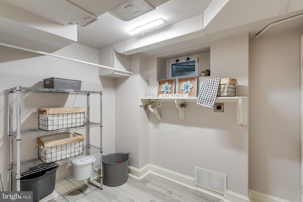 Original Laundry Hookups-option for 2nd laundry - 3216 N ABINGDON ST, ARLINGTON