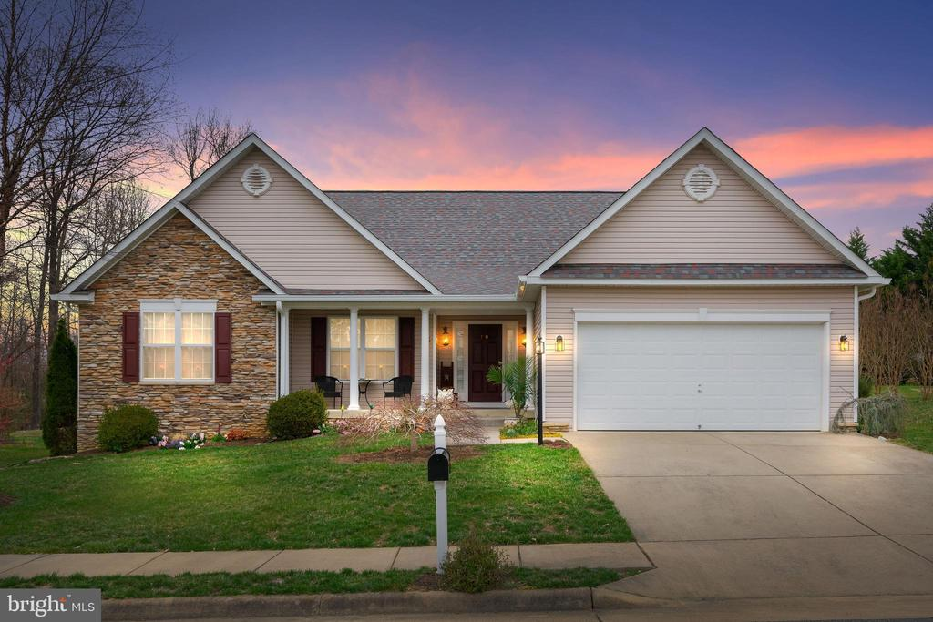 Welcome home to 46 Hunton Drive! - 46 HUNTON DR, FREDERICKSBURG