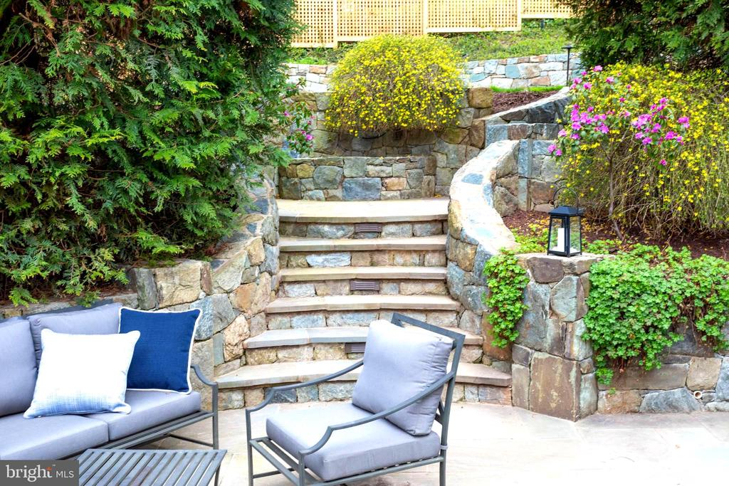 Tiered patio and Stairway leading to Level Yard - 3216 N ABINGDON ST, ARLINGTON