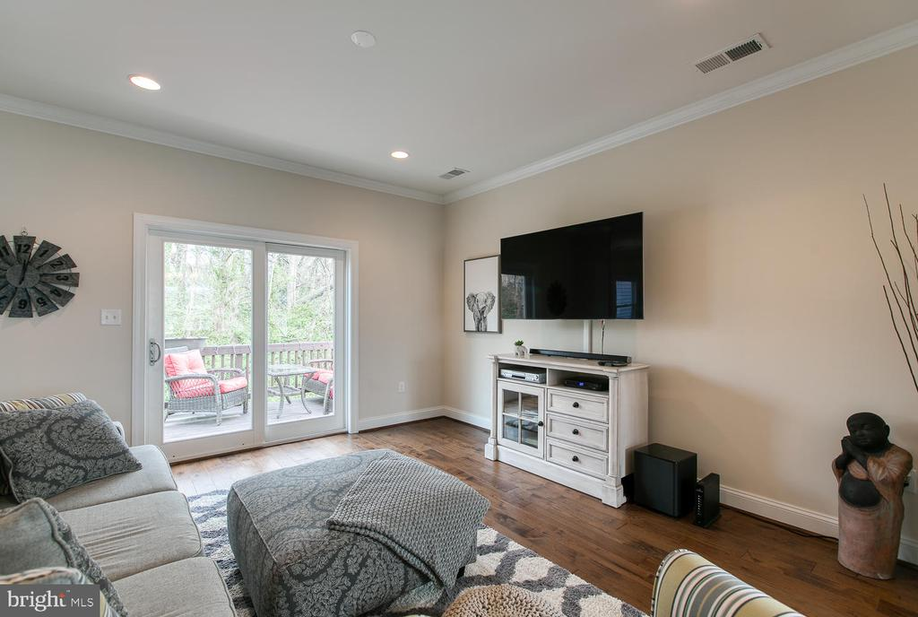 Family room that walks out onto rear deck. - 225 CHARLES ST, FREDERICKSBURG