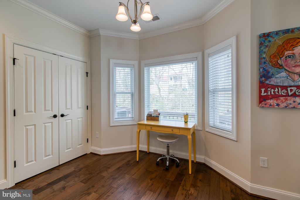 Breakfast nook off the kitchen with large pantry. - 225 CHARLES ST, FREDERICKSBURG