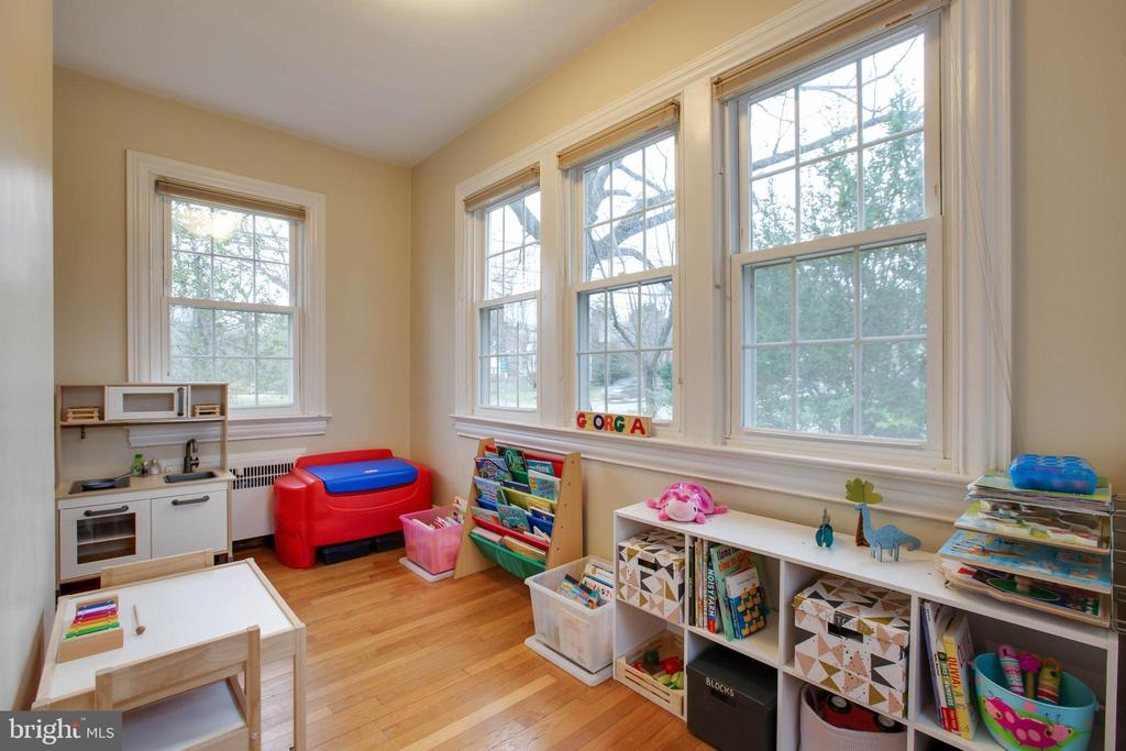 Additional room -Den/office/playroom - 9200 FLOWER AVE, SILVER SPRING