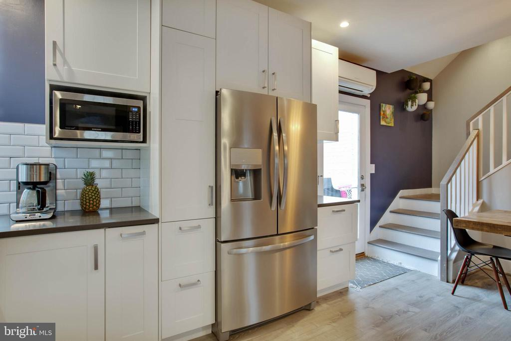 Kitchen with all the modern conveniences - 9200 FLOWER AVE, SILVER SPRING