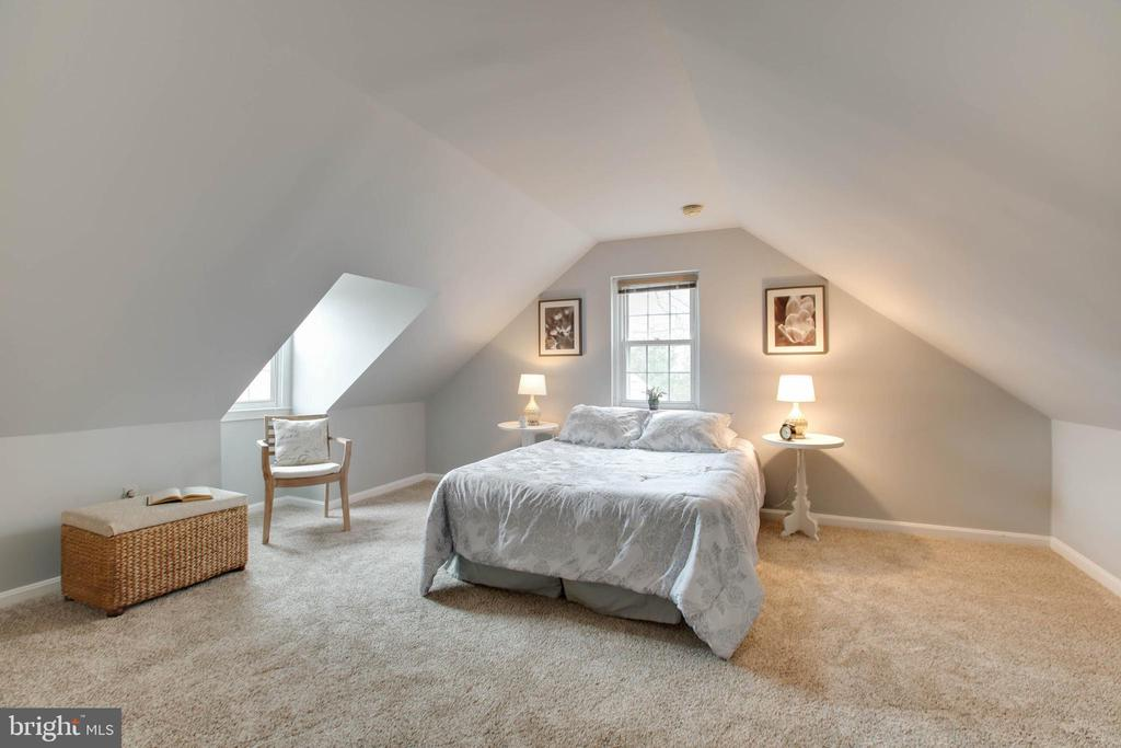 Master bedroom Suite - 9200 FLOWER AVE, SILVER SPRING