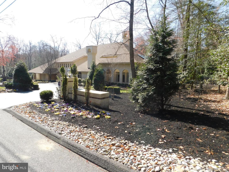 Частный односемейный дом для того Продажа на 54 FRIES Cherry Hill, Нью-Джерси 08003 Соединенные ШтатыВ/Около: Cherry Hill