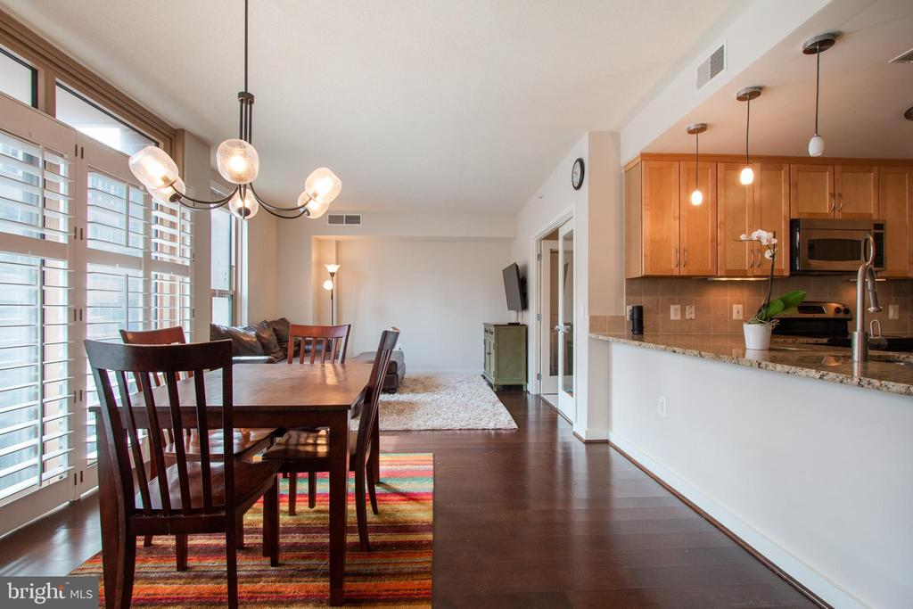 DR opens to the LR for easy entertaining - 888 N QUINCY ST #610, ARLINGTON