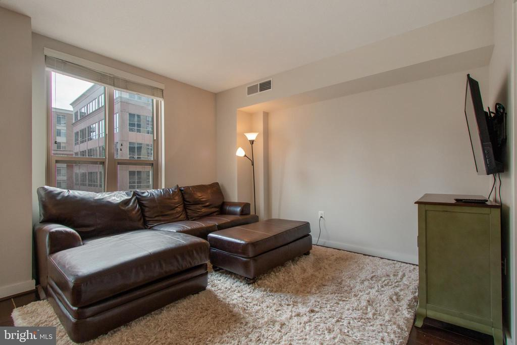 Living Room - 888 N QUINCY ST #610, ARLINGTON