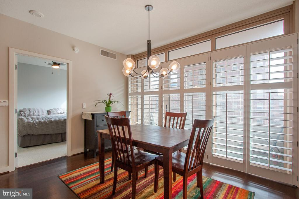 Dining Room with ~extraordinary natural light - 888 N QUINCY ST #610, ARLINGTON