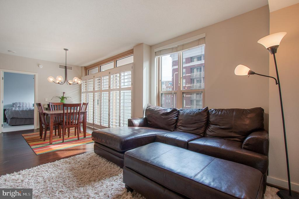 LR opens to the DR for easy entertaining - 888 N QUINCY ST #610, ARLINGTON