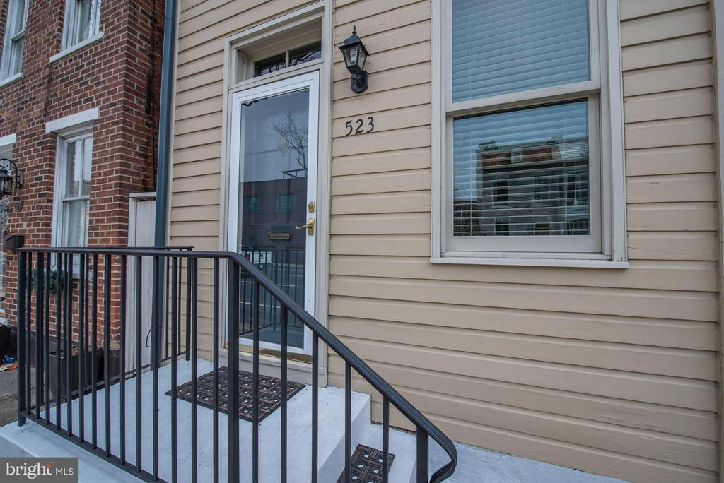 Charming Front Stoop in Quaint Old Town! - 523 N PATRICK ST, ALEXANDRIA