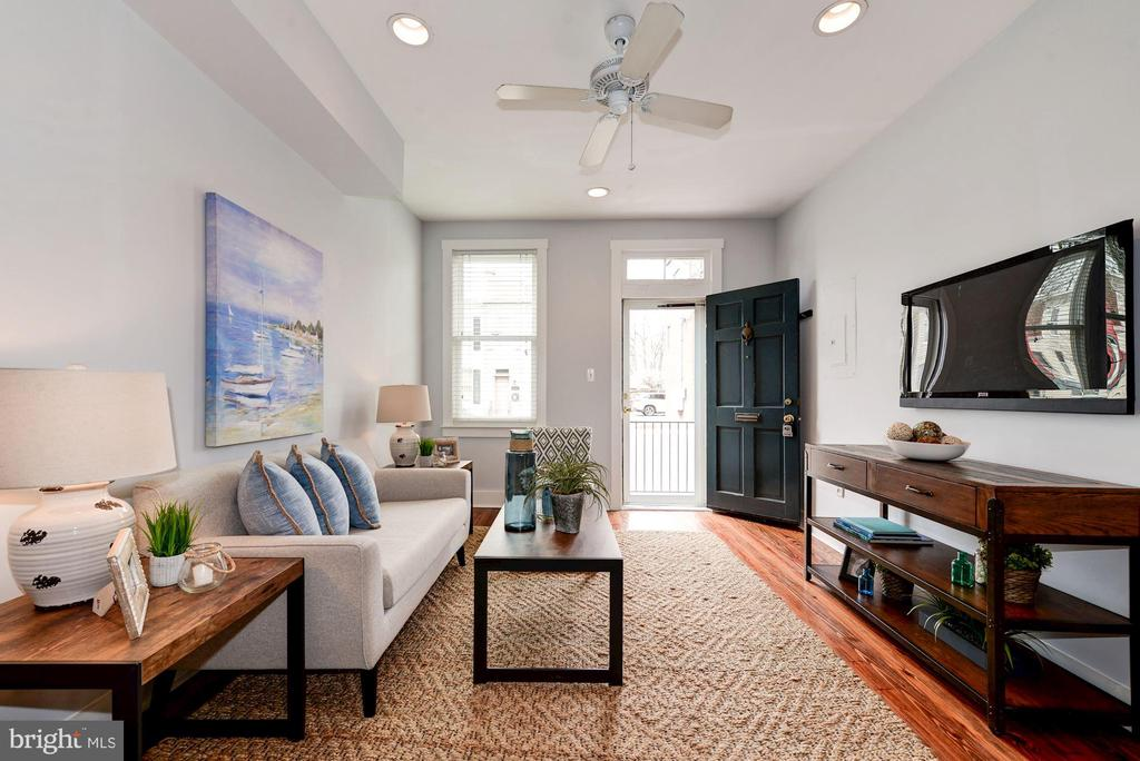 Living Room - Ceiling Fan, Blinds on Windows! - 523 N PATRICK ST, ALEXANDRIA