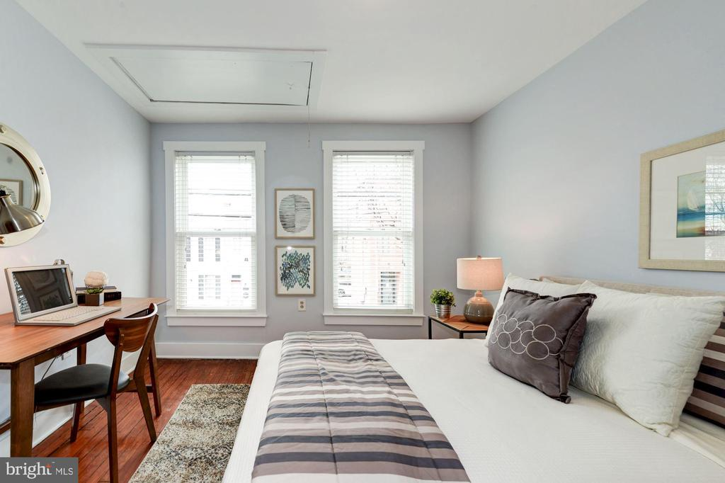 Bedroom - Wall of Large Windows, Gets Great Sun! - 523 N PATRICK ST, ALEXANDRIA