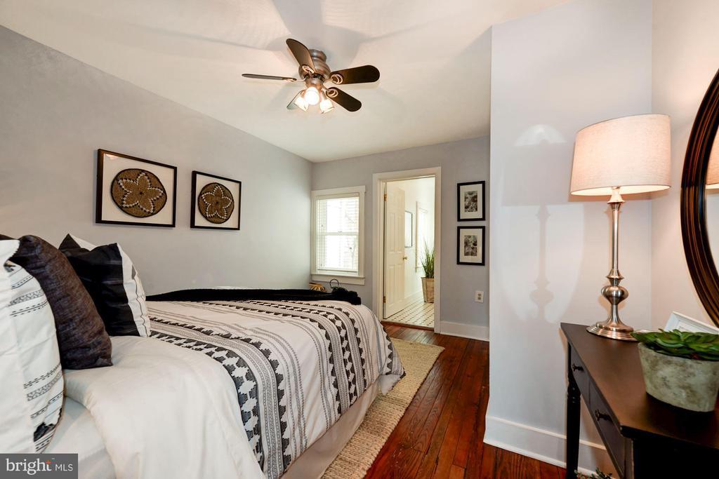 Bedroom - Hardwood Floors, Ceiling Fan & Lighting! - 523 N PATRICK ST, ALEXANDRIA