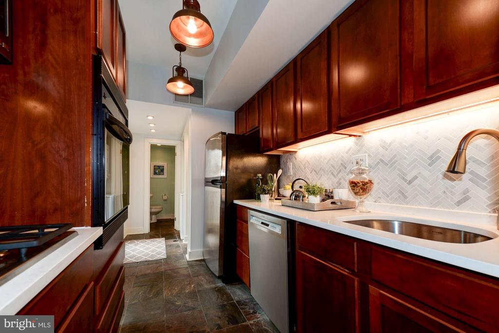 Kitchen - Cherry Wood Cabinetry, Quartz Counters! - 523 N PATRICK ST, ALEXANDRIA
