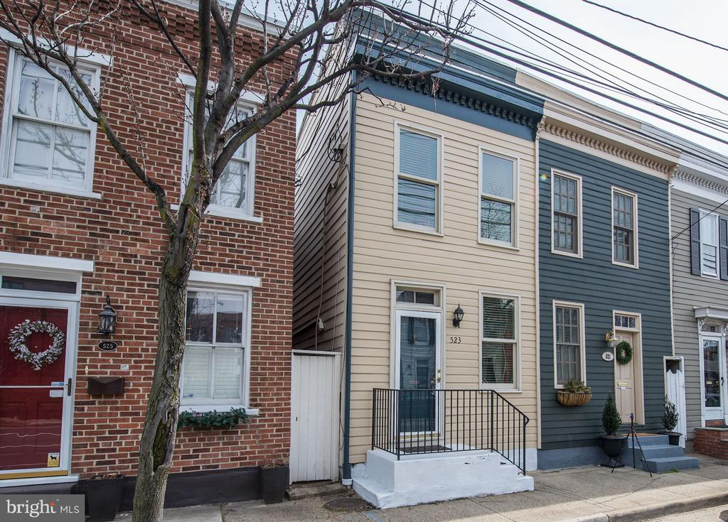 Semi-Detached Home; Only Shares 1 Neighboring Wall - 523 N PATRICK ST, ALEXANDRIA