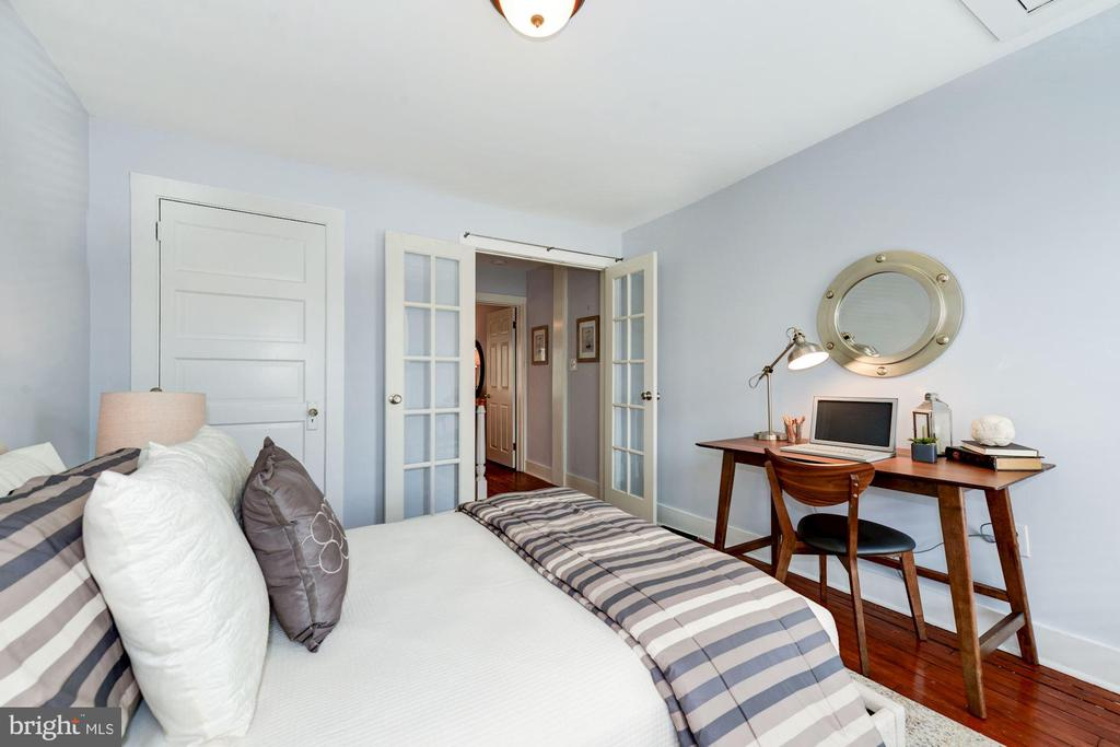 Bedroom - Spacious, Light, Bright, & Airy! - 523 N PATRICK ST, ALEXANDRIA