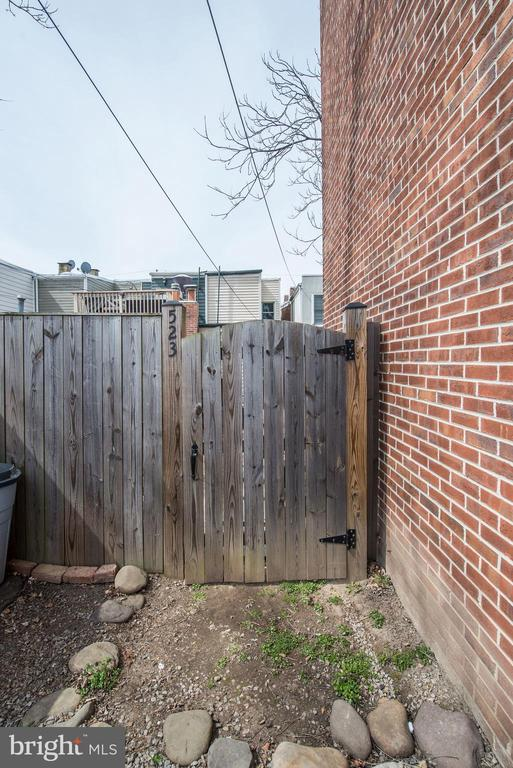 Back Yard w/ Gate to Outdoor Private Parking Space - 523 N PATRICK ST, ALEXANDRIA