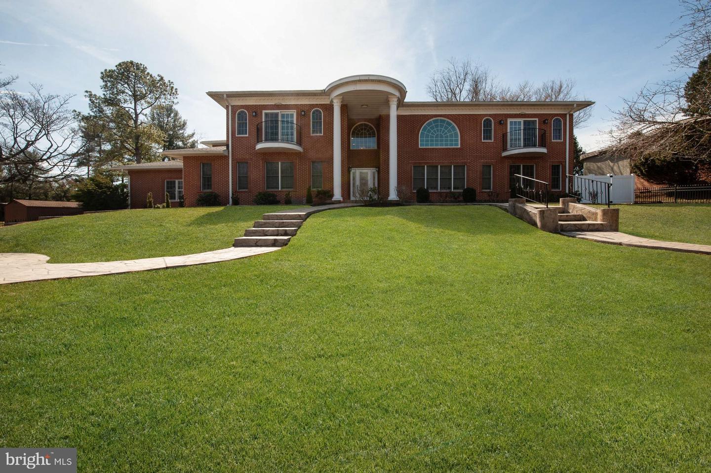 Single Family Homes 為 出售 在 Baltimore, 馬里蘭州 21208 美國