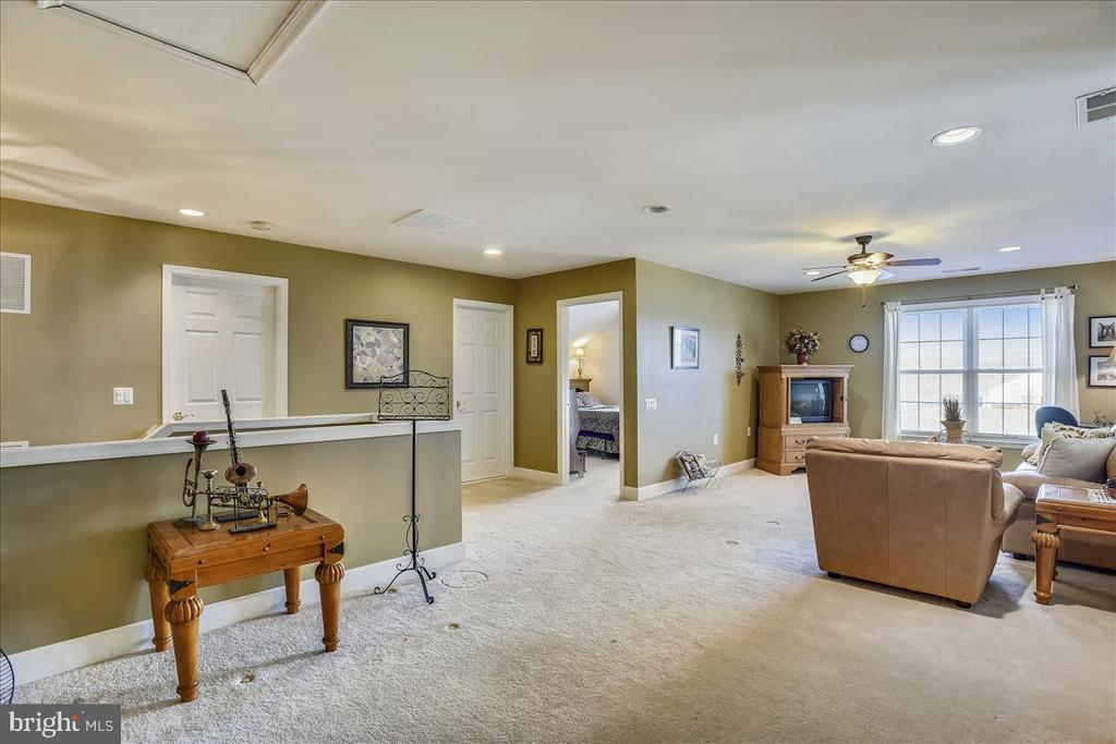 Huge finished Loft with recessed lighting. - 44482 MALTESE FALCON SQ, ASHBURN
