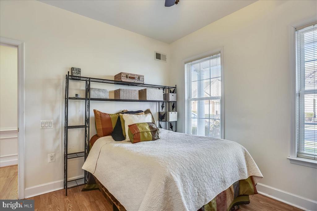 2nd main floor bedroom with vinyl wood flooring - 44482 MALTESE FALCON SQ, ASHBURN