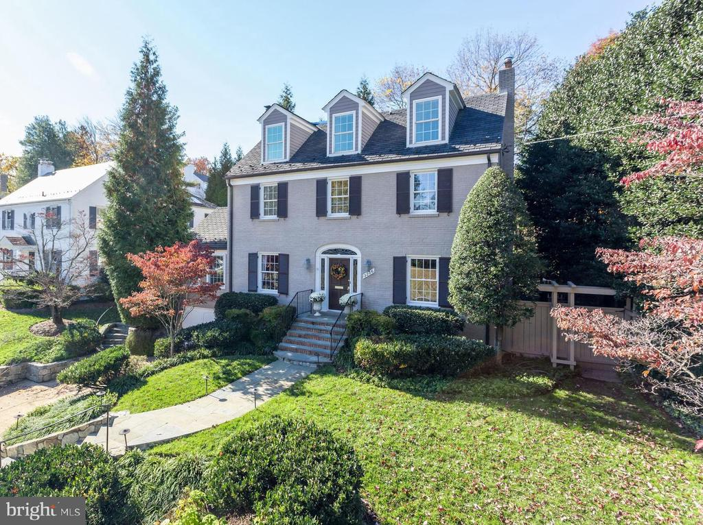 Beautifully Landscaped for Year- Round Color - 3216 N ABINGDON ST, ARLINGTON