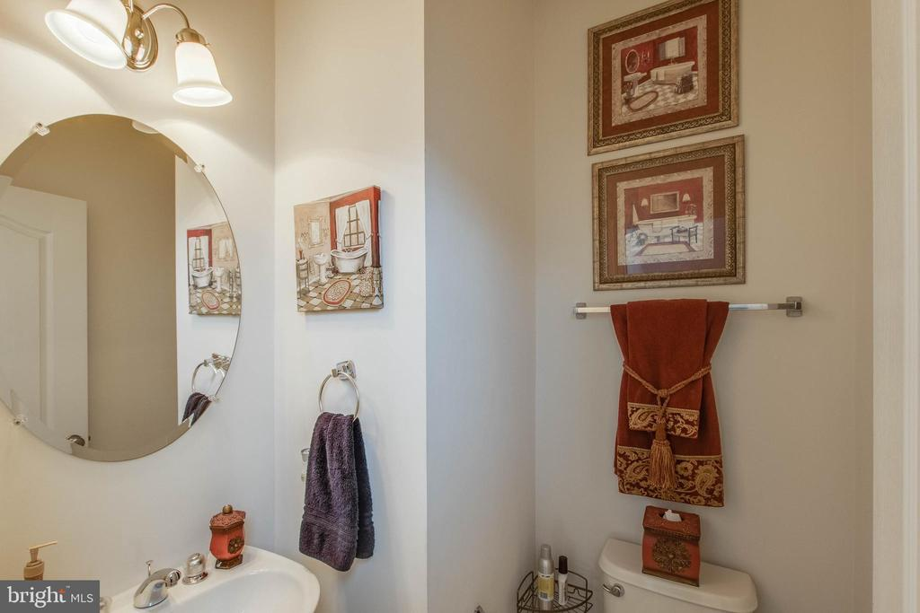 Powder Room - 23098 SUNBURY ST, ASHBURN