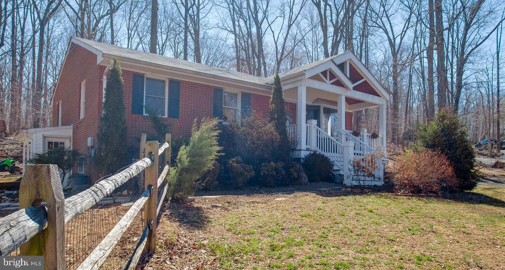 Beautiful, updated red brick ranch-style home - 5755 PILGRIMS REST RD, BROAD RUN