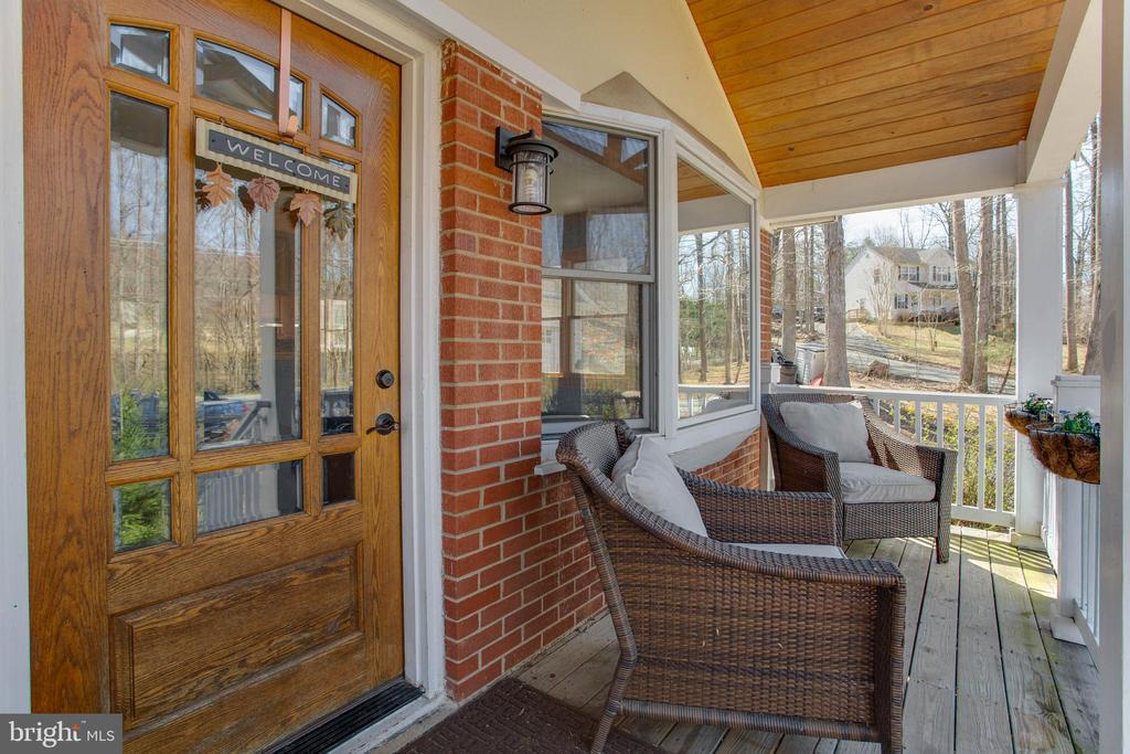 Cute front porch, perfect place for morning coffee - 5755 PILGRIMS REST RD, BROAD RUN