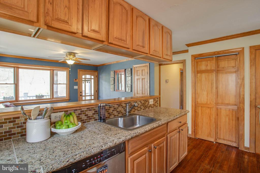 Spacious pantry with sliding doors - 5755 PILGRIMS REST RD, BROAD RUN
