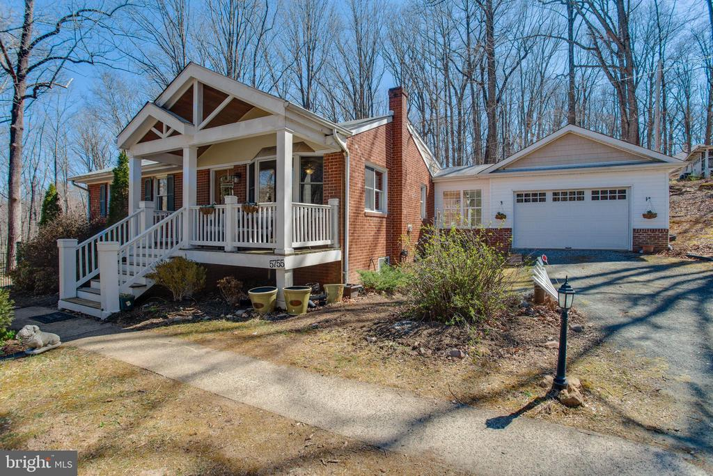 Peaceful retreat in great commuter location! - 5755 PILGRIMS REST RD, BROAD RUN