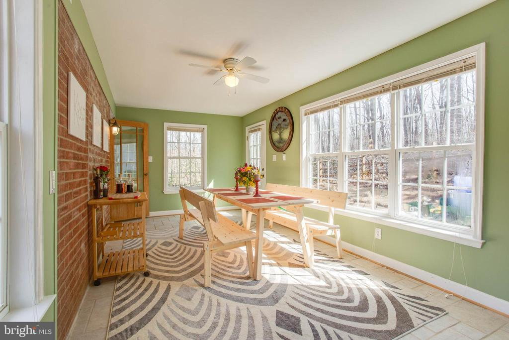 Stay warm in the winter with the heated floors! - 5755 PILGRIMS REST RD, BROAD RUN