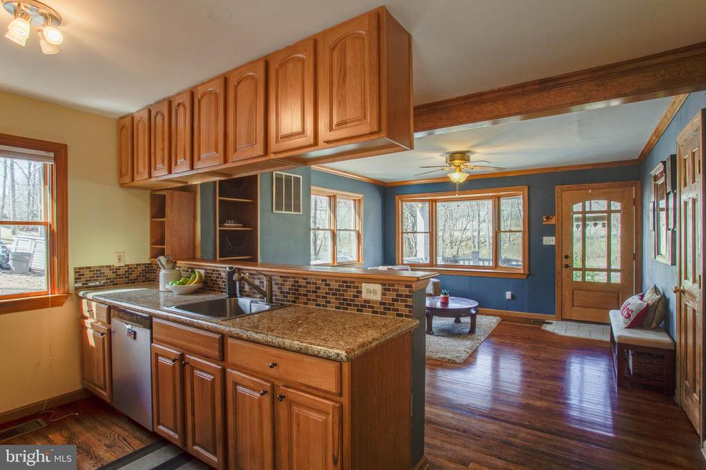 Beautiful hickory cabinets - 5755 PILGRIMS REST RD, BROAD RUN