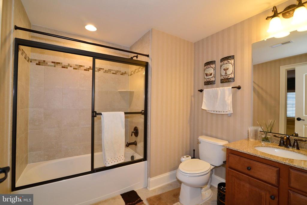 Lower Bathroom - 1635 ADMIRALS HILL CT, VIENNA