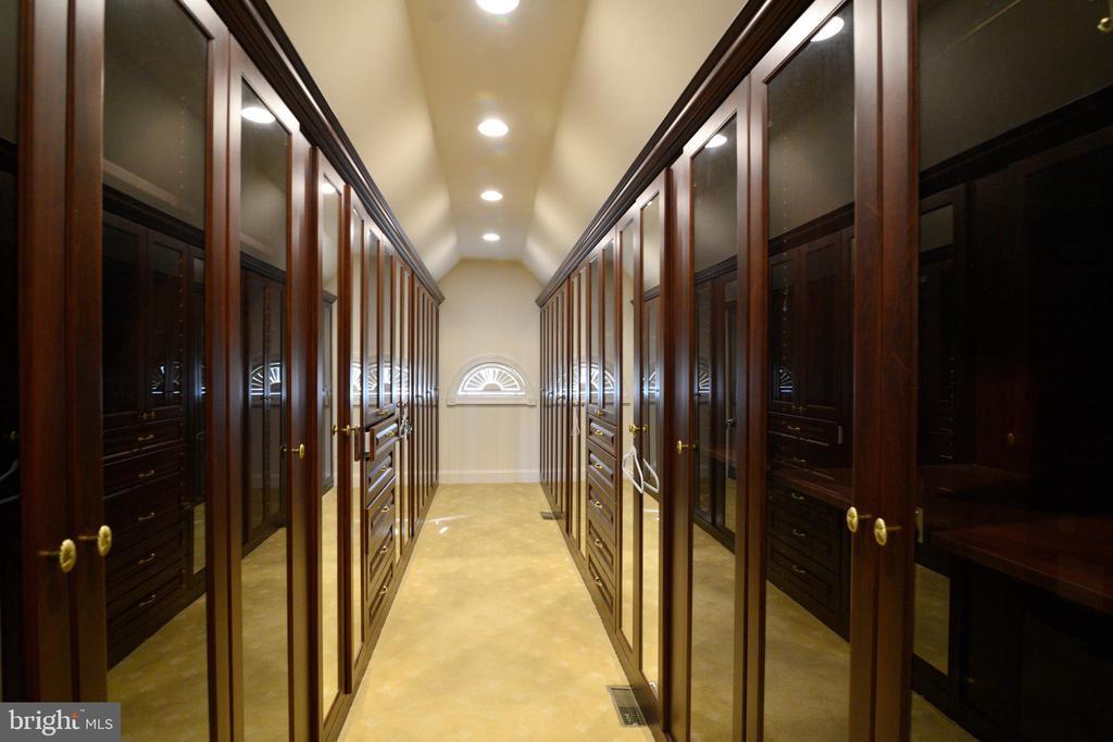Master Closet - 1635 ADMIRALS HILL CT, VIENNA
