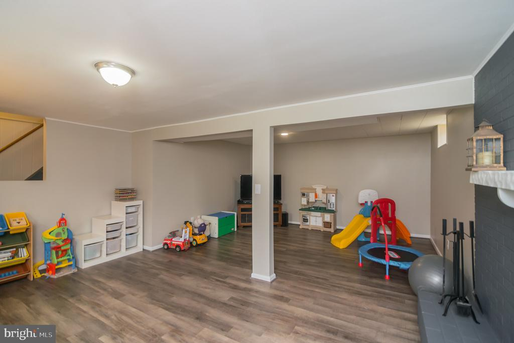 Plenty of space down here. Plus storage & laundry - 180 S HUGHES ST, HAMILTON