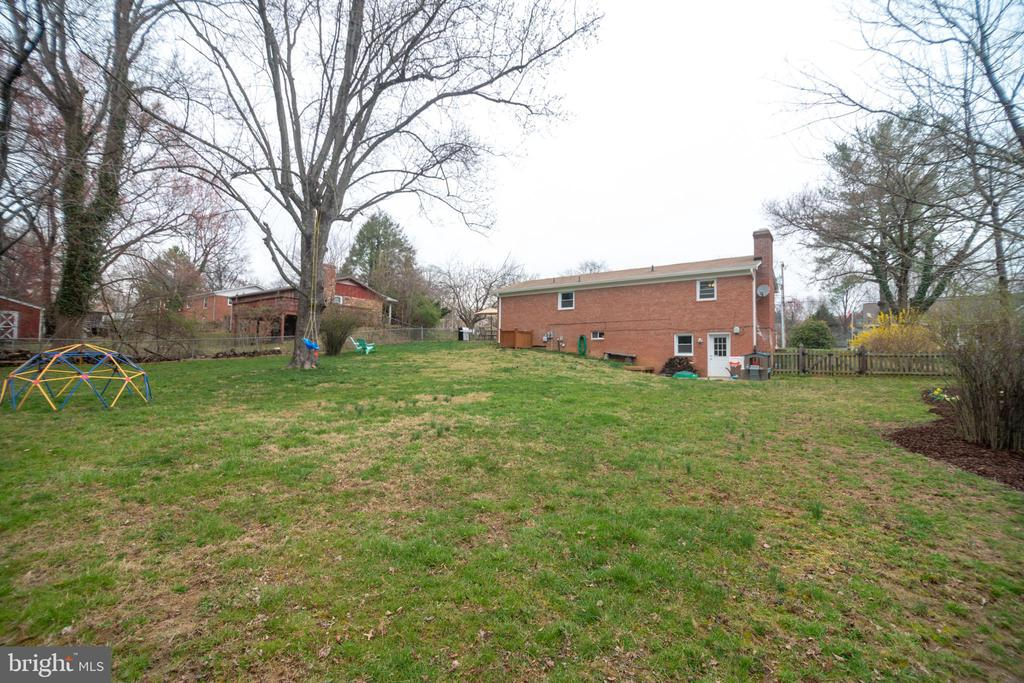 This yard is .38 acres - and picturesque! - 180 S HUGHES ST, HAMILTON