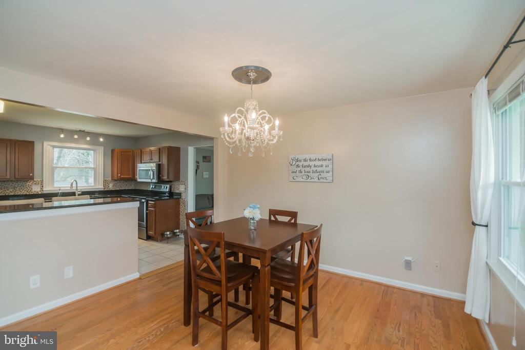 Enter and see the dining room with hardwoods - 180 S HUGHES ST, HAMILTON