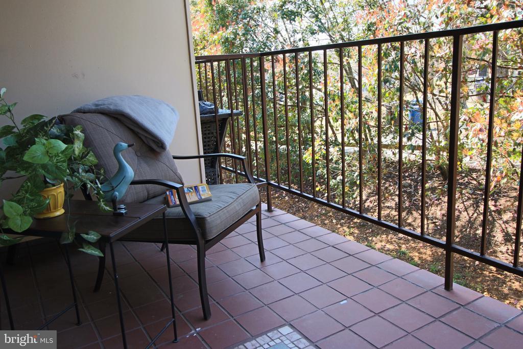 Relax, read, nap, enjoy. - 5091 7TH RD S #102, ARLINGTON