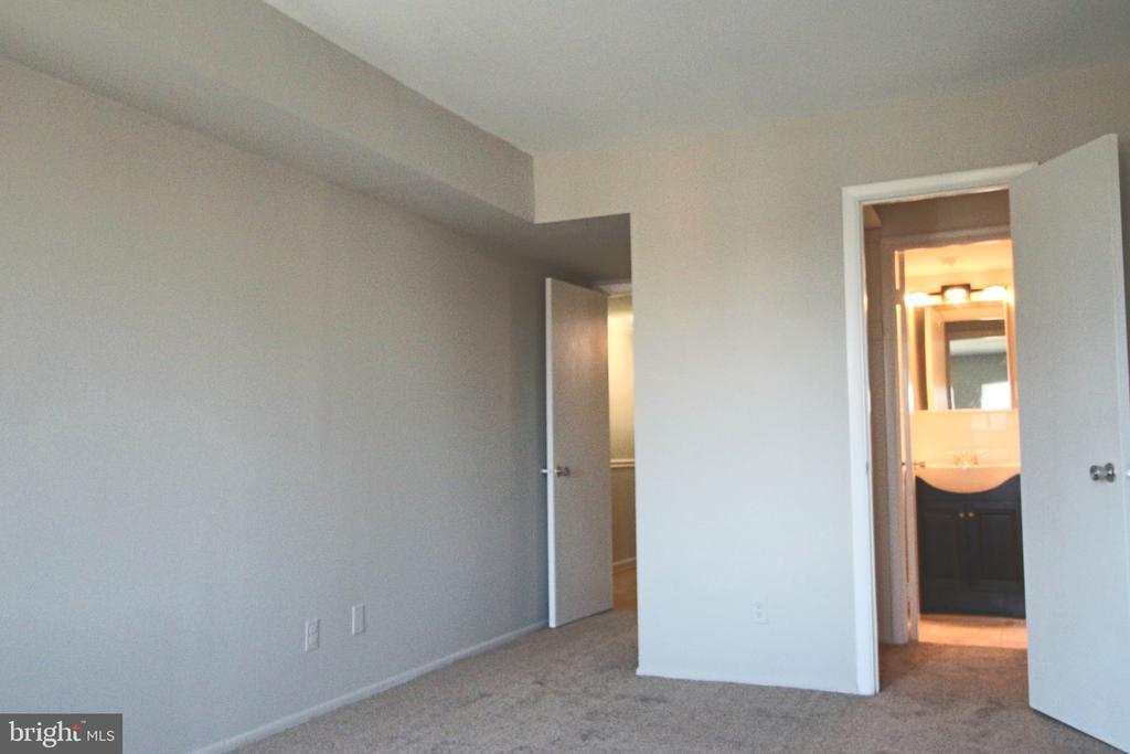 Master Bedroom with walk-in closet and half bath. - 5091 7TH RD S #102, ARLINGTON