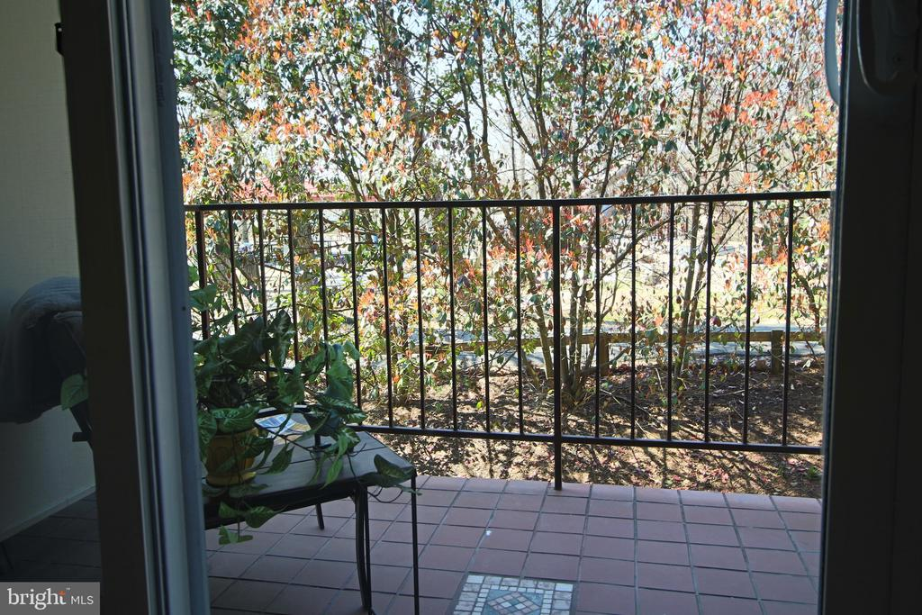 Look out to nature and tot lot of Tyrol Hills Park - 5091 7TH RD S #102, ARLINGTON