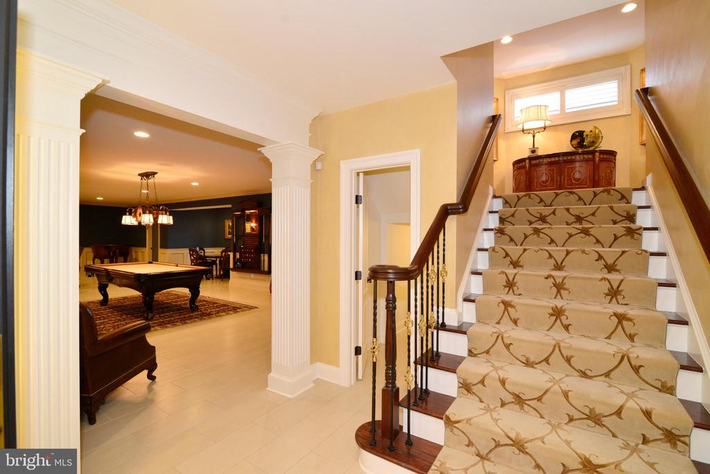 Lower Stair Case - 1635 ADMIRALS HILL CT, VIENNA