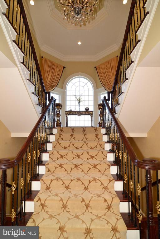 Double Stair Case - 1635 ADMIRALS HILL CT, VIENNA