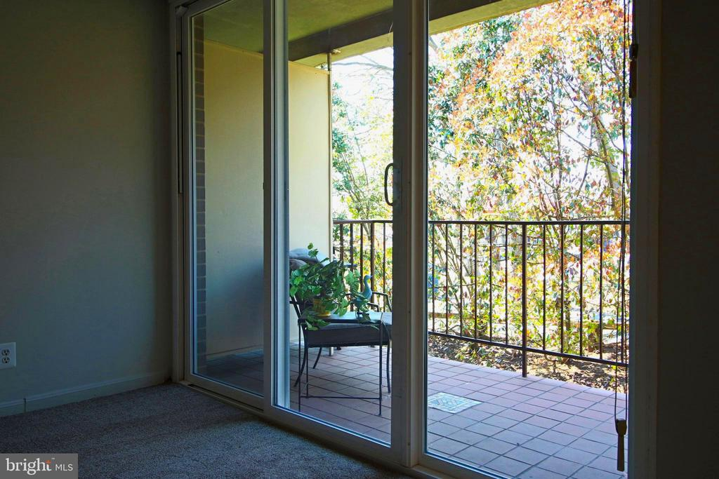 Watch the seasons go by in serene setting. - 5091 7TH RD S #102, ARLINGTON