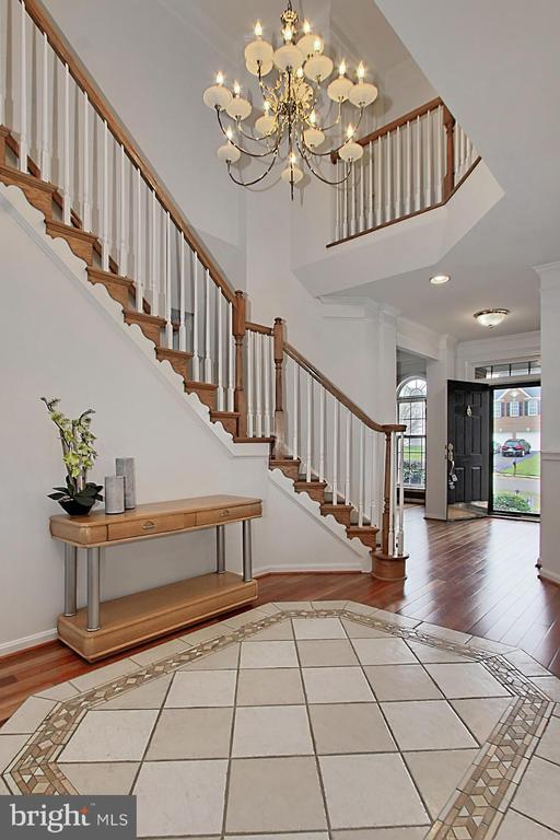 Hardwood Flooring Entry With Tile Inlay - 42669 SILVERTHORNE CT, BROADLANDS