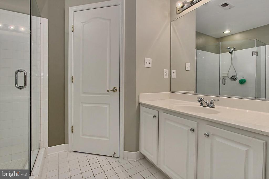 Junior Suite Bathroom - 42669 SILVERTHORNE CT, BROADLANDS