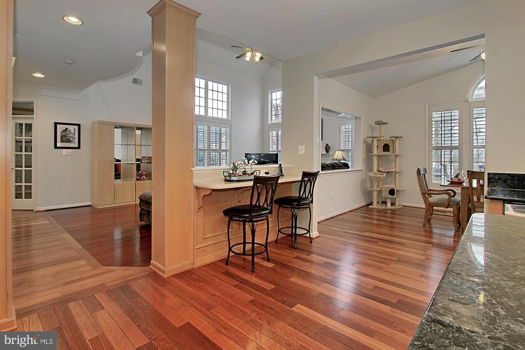 Open Floor Plan With Breakfast Bar - 42669 SILVERTHORNE CT, BROADLANDS