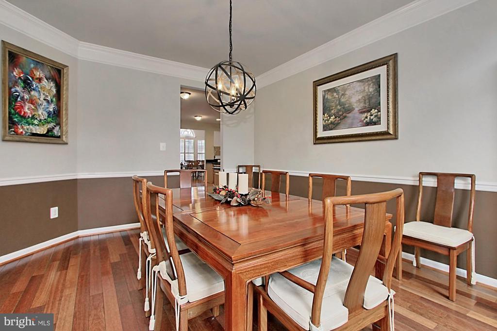 Hardwood Floors & Colonial Moldings - 42669 SILVERTHORNE CT, BROADLANDS