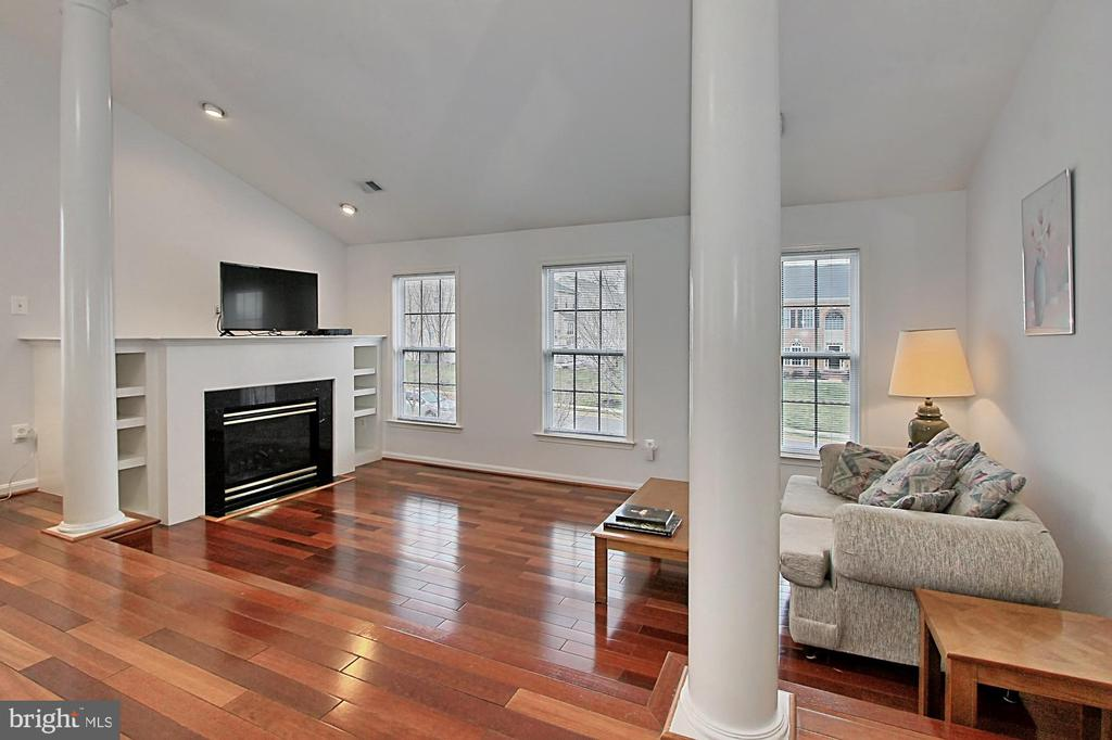 Master Sitting Room With Gas Fireplace - 42669 SILVERTHORNE CT, BROADLANDS