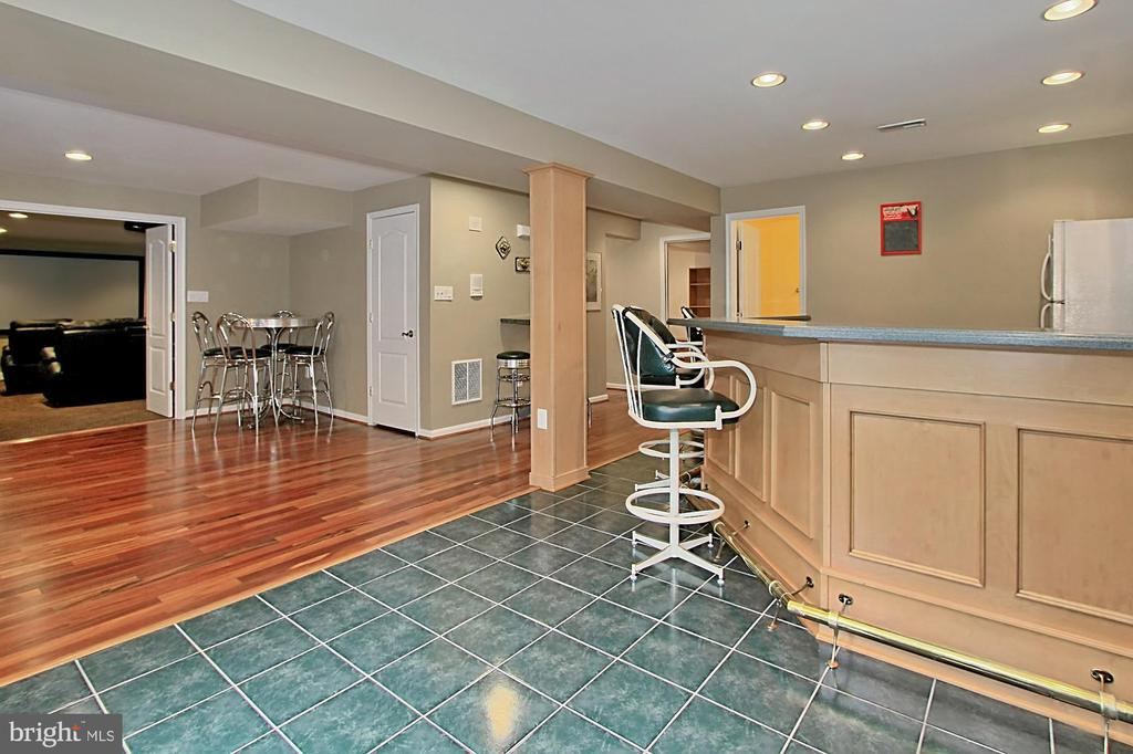 Ideal Casual Gathering Area - 42669 SILVERTHORNE CT, BROADLANDS